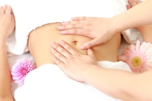 Преимущества и недостатки массажа живота